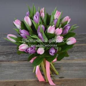 Букет из 25 тюльпанов розово-сиреневый (под ленту)