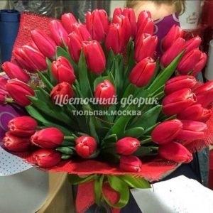Букет из 49 красных тюльпанов в крафте