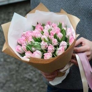 Букет из 39 розовых пионовидных тюльпанов в крафте