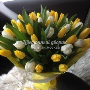 Букет из 39 желтых и белых тюльпанов в крафте
