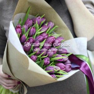 Букет из 49 сиреневых пионовидных тюльпанов в крафте