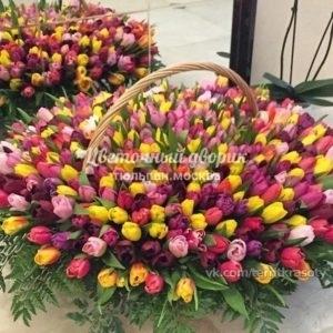 Корзина из 501 тюльпана Яркий микс