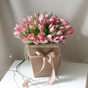 Букет из 51 красного бахромчатого тюльпана в коробке
