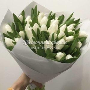 Букет из 49 белых тюльпанов в крафте