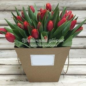 Букет из 45 красных тюльпанов в коробке