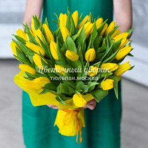 Букет из 49 желтых тюльпанов в крафте